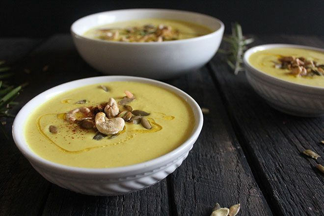 Curry Cashew Cauliflower Soup | nutritionstripped.com