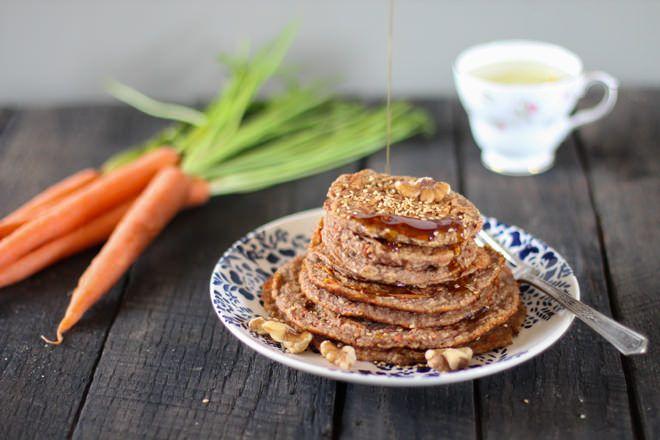 Carrot Cake Tahini Pancakes {vegan} // nutritionstripped.com