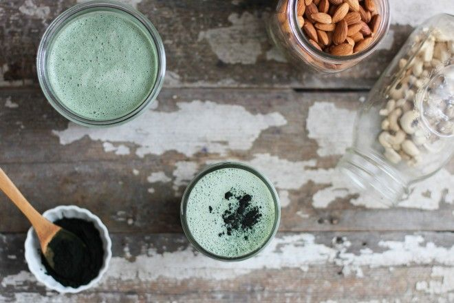 Blue-green Spirulina Milk, spirulina, nut milk, dates, nuts